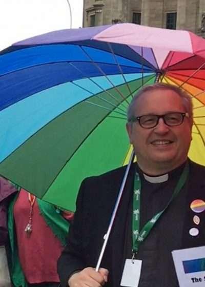 Ο ομοφυλόφιλος ιερέας Kelvin Holdsworth